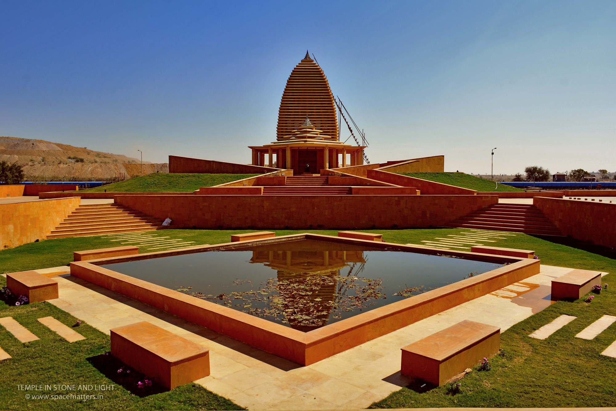 Temple in Stone and Light / SpaceMatters | ArchDaily