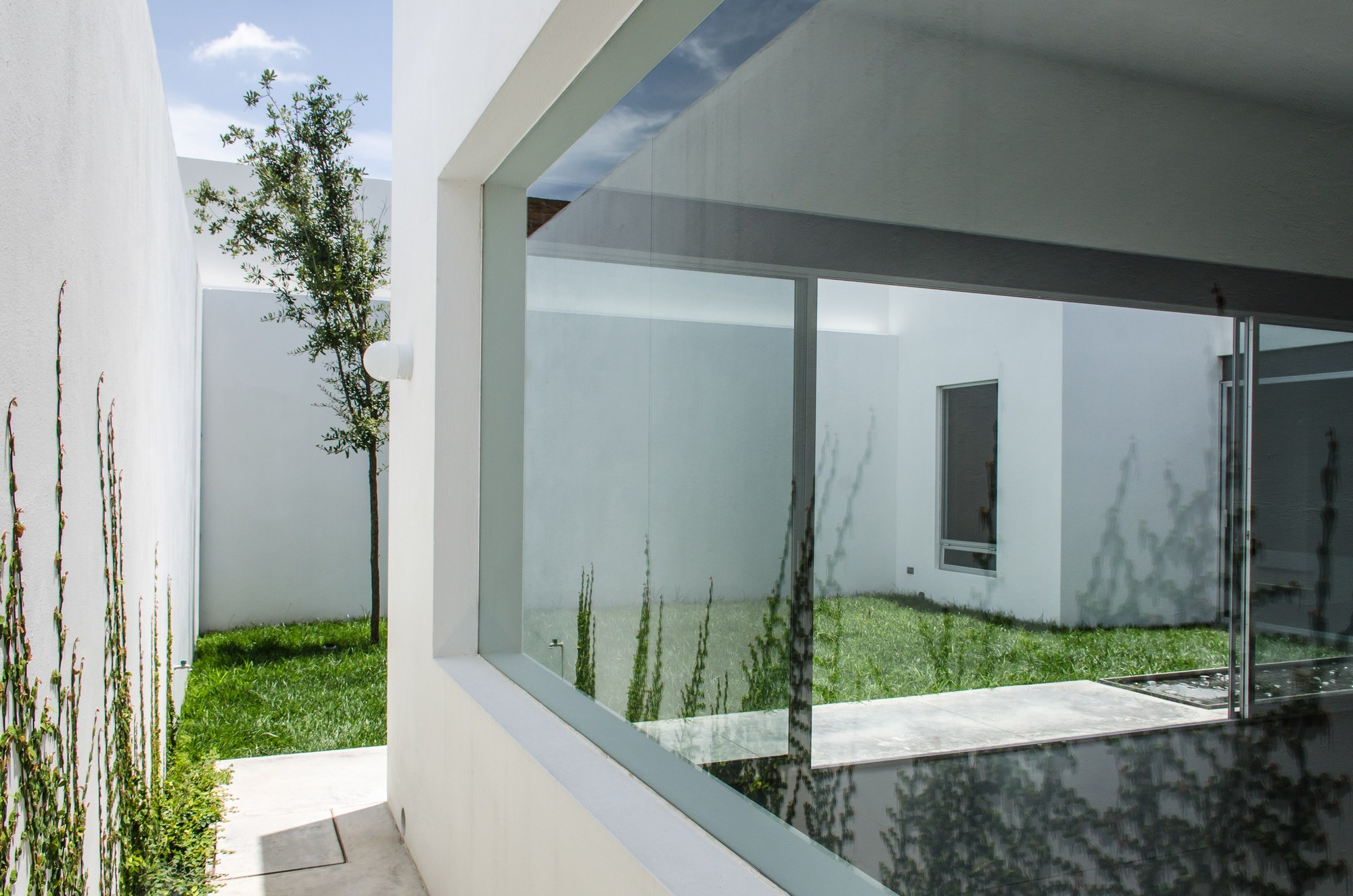 Gallery of t02 adi arquitectura y dise o interior 12 for Adi arquitectura y diseno interior
