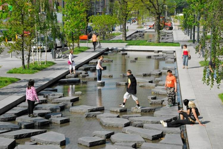 4 espaços públicos que incluem a água na vida urbana, © Buro Sant en Co