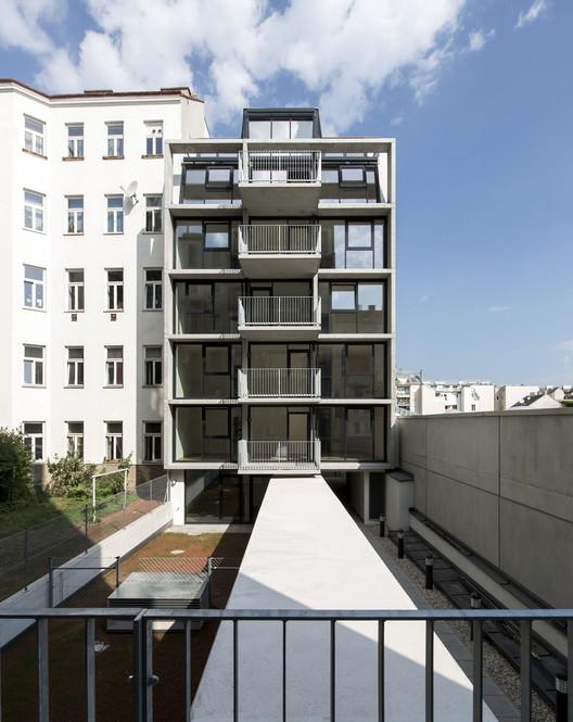 Wohnhaus Stolberggasse  / Josef Weichenberger architects + Partner, ©  Erika Mayer