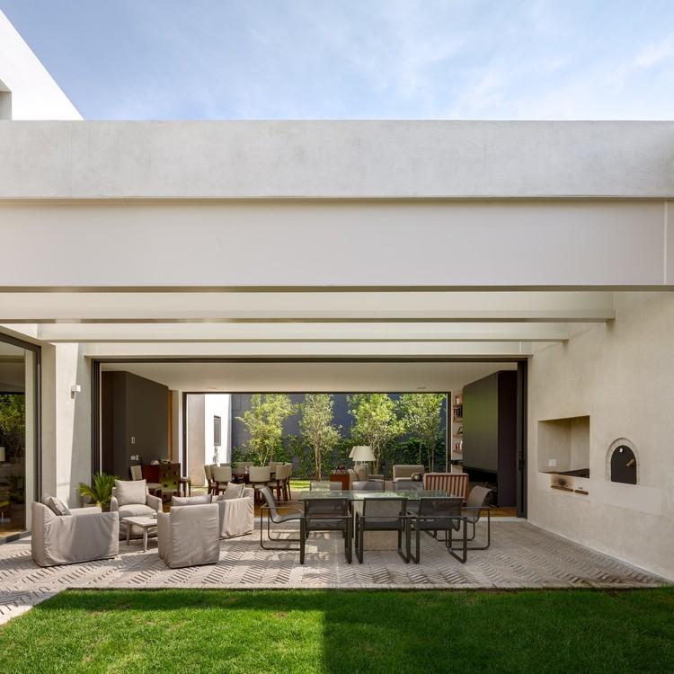 Casa jard n dcpp arquitectos plataforma arquitectura for Casas con jardin