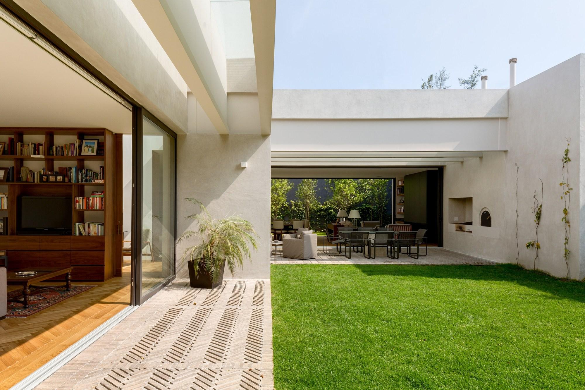 Galer a de casa jard n dcpp arquitectos 23 for Casas para herramientas de jardin
