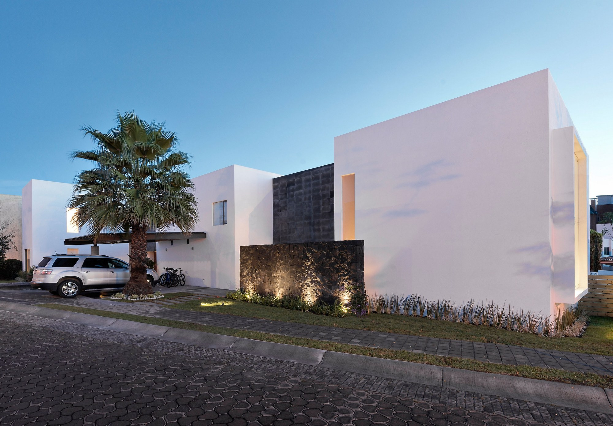 Casa ATT / Dionne Arquitectos