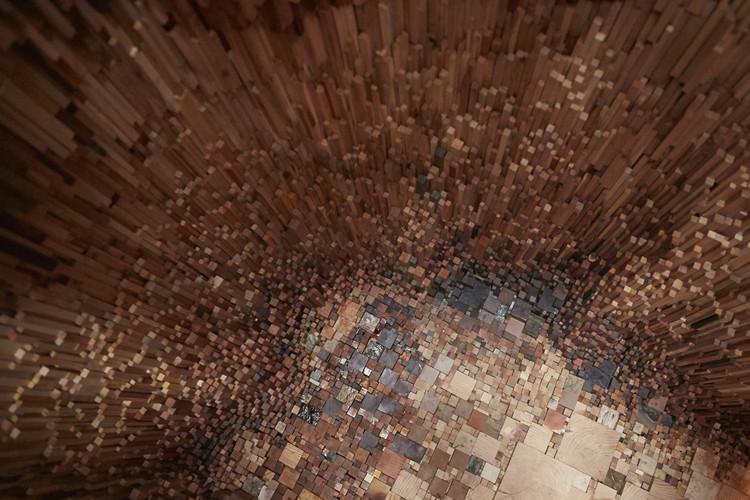 """Katie Paterson e Zeller & Moye criam """"oca"""" com mais de 10.000 amostras de madeira, Cortesia de Universidade de Bristol e o coletivo Situations. Photo: Max McClure"""