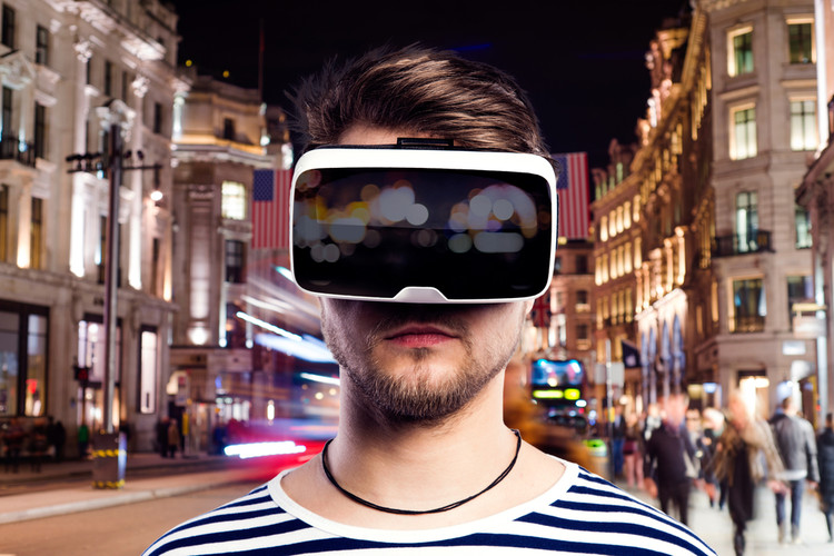 5 Reasons to Add Virtual Reality to Your Workflow, © Halfpoint via Shutterstock