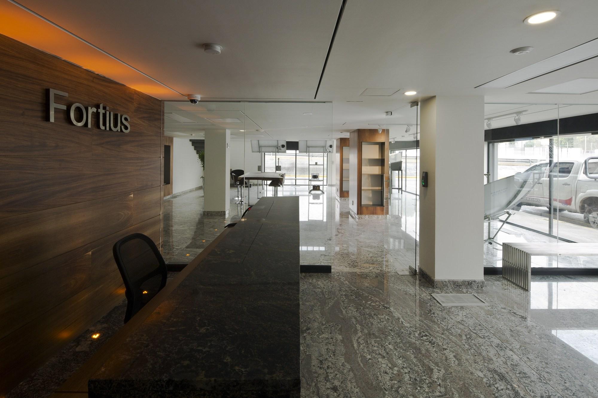 Galer a de remodelaci n edificio de oficinas fortius for Remodelacion oficinas