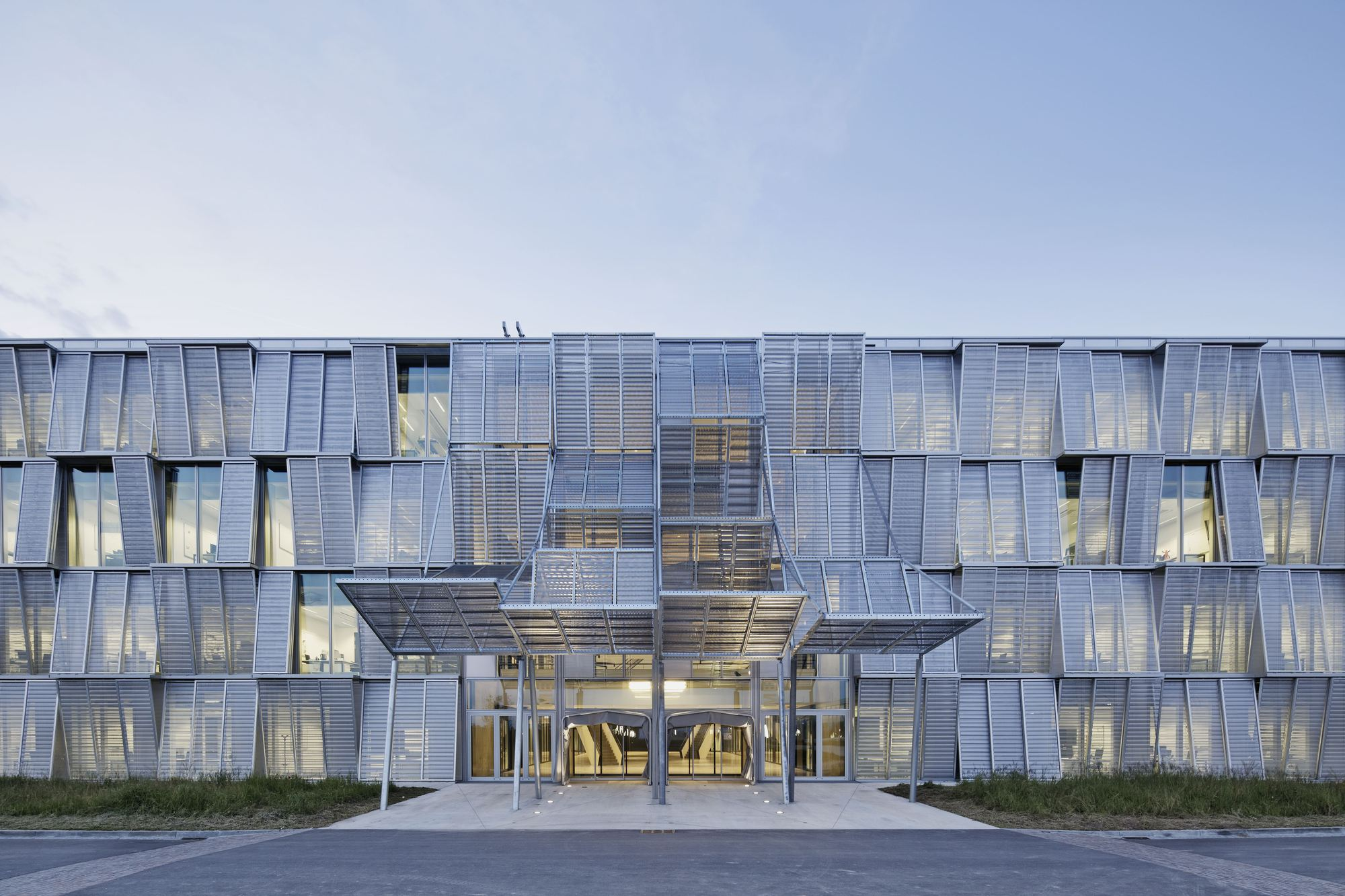 New mechanics hall me building dominique perrault for Architecture suisse