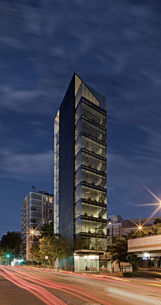 Torre Tres Picos / LBR + A, © Alfonso Merchand