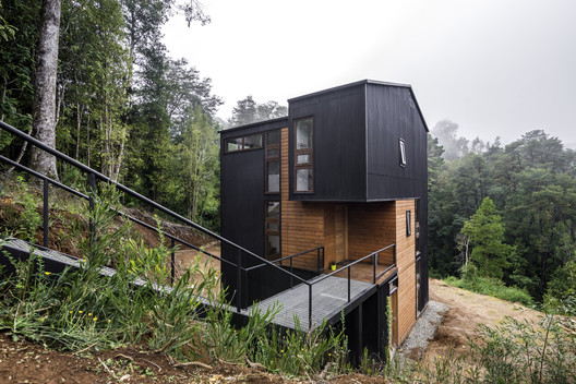 Siete Coigües House  / Emil Osorio Schmied