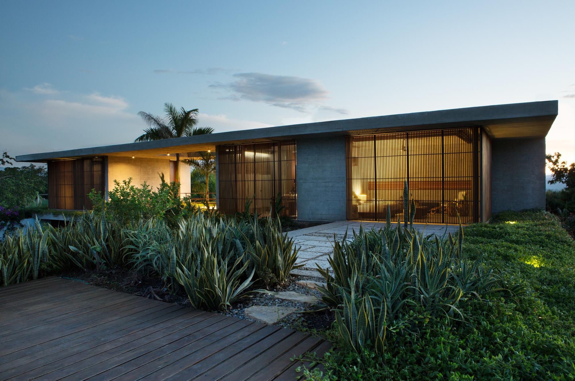 Galeria de casas nilo alberto burckhard carolina for Casa moderna 99 arena