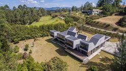 House in Llano Grande  / Plan B Arquitectos
