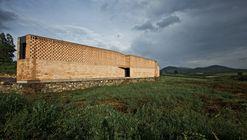 Refugio Ruta del Peregrino / Luis Aldrete