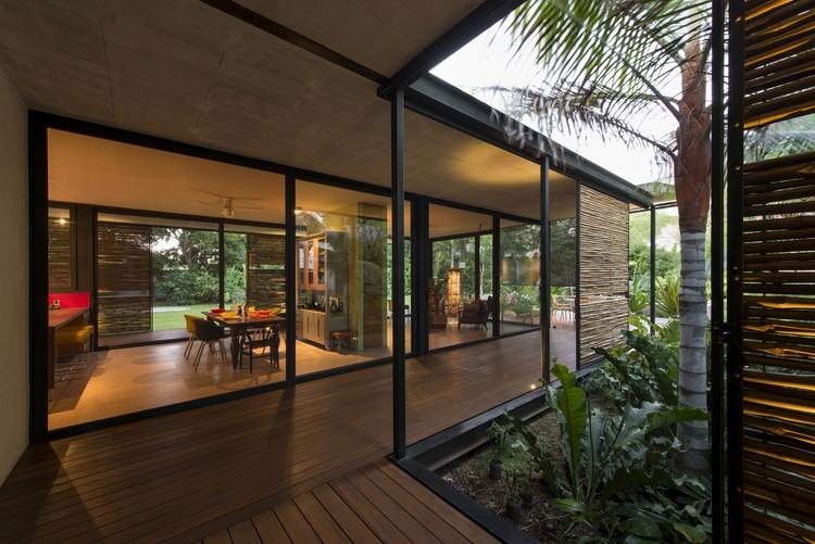 Itzimná House / Reyes Rios + Larraín Arquitectos, © Pim Schalkwijk