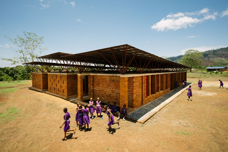 Community Primary School for Girls / Orkidstudio, © Peter Dibdin