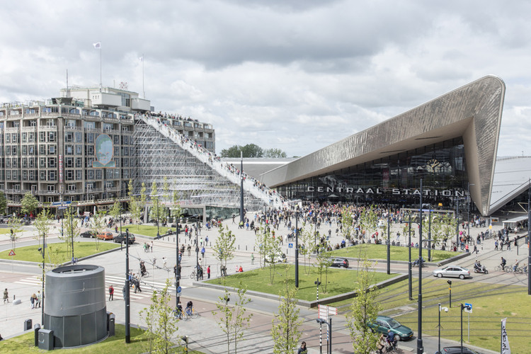 Escadaria monumental do MVRDV é inaugurada em Roterdã, Escadaria na Stationsplein, Roterdã, por MVRDV. Imagem © Laurian Ghinitoiu