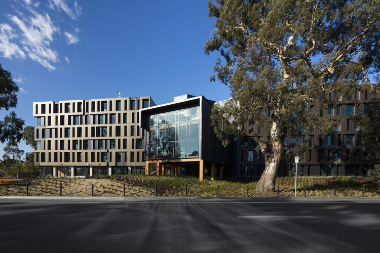 RMIT Bundoora West Student Accommodation / RMA, © Dianna Snape