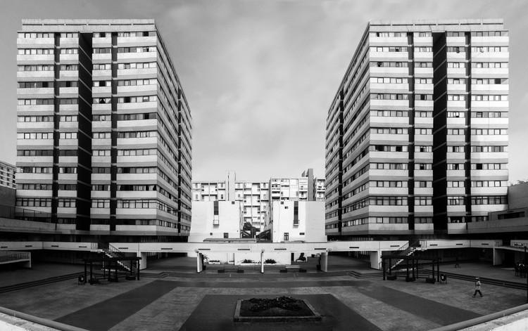 Clásicos de Arquitectura: Residencial San Felipe / Enrique Ciriani, Mario Bernuy, Jacques Crousse, Oswaldo Núñez, Luis Vásquez, Nikita Smirnoff, © Fabio Rodríguez