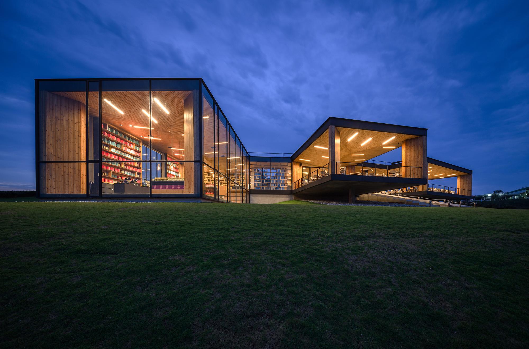 Choui Fong Tea Cafe / IDIN Architects