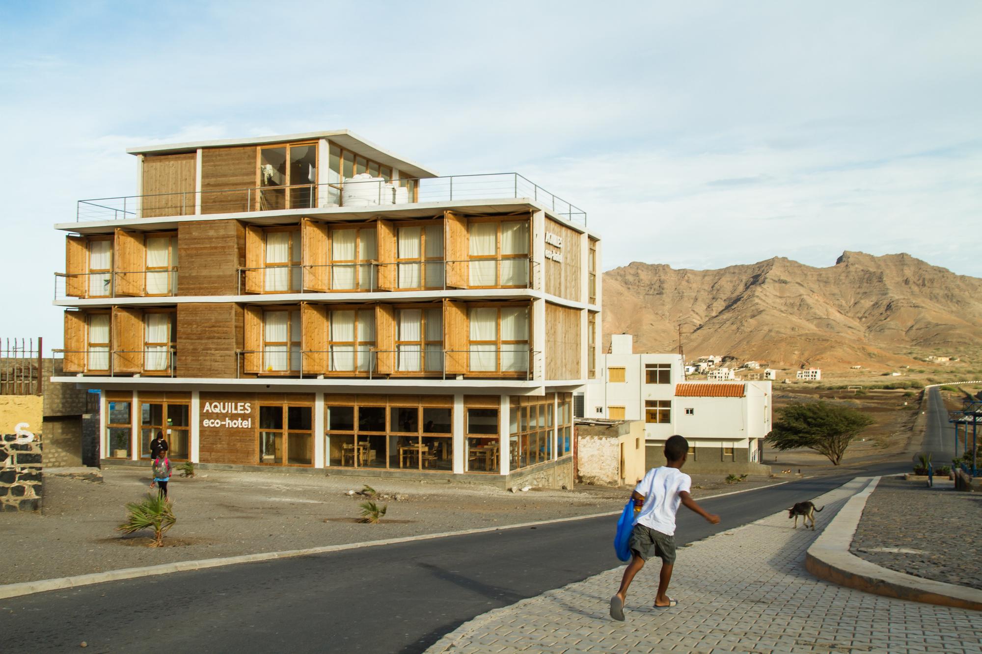 Gallery of aquiles eco hotel ramos castellano for Design merrion hotel 4