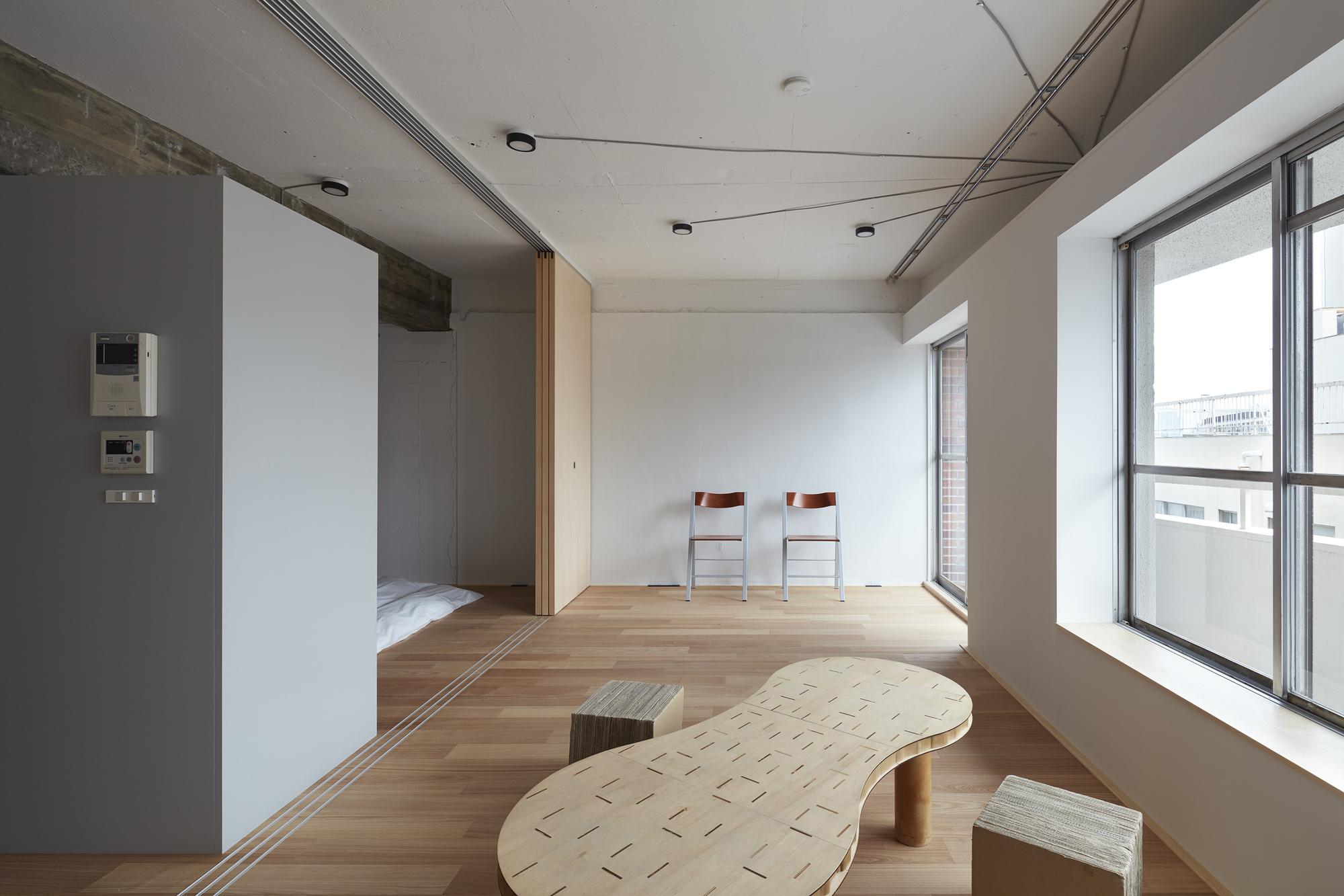 Gallery of interior renovation in tokyo frontofficetokyo 4 for Small room rent