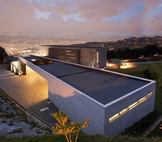 Casa UB / Alejandro Restrepo Montoya + Camilo Andrés Mejía Bravo + Andrés Felipe Mesa Trujillo