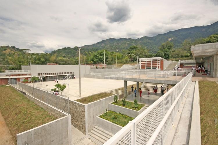 Colegio Bicentenario / Campuzano Arquitectos, © Gabriel Campuzano