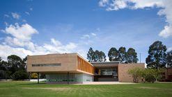 Los Nogales School / Daniel Bonilla Arquitectos