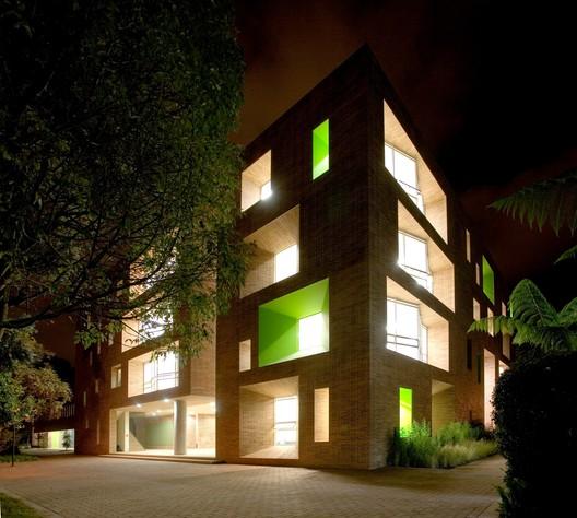 Edificio Omega Block del Colegio Anglo Colombiano / taller de arquitectura de bogotá