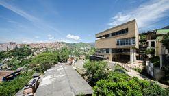 Camilo Mora Carrasquilla School / FP arquitectura + Mauricio Montoya
