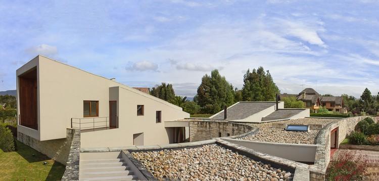 House in Chia  / Juan Pablo Ortiz Arquitectos , © Llano Fotografía