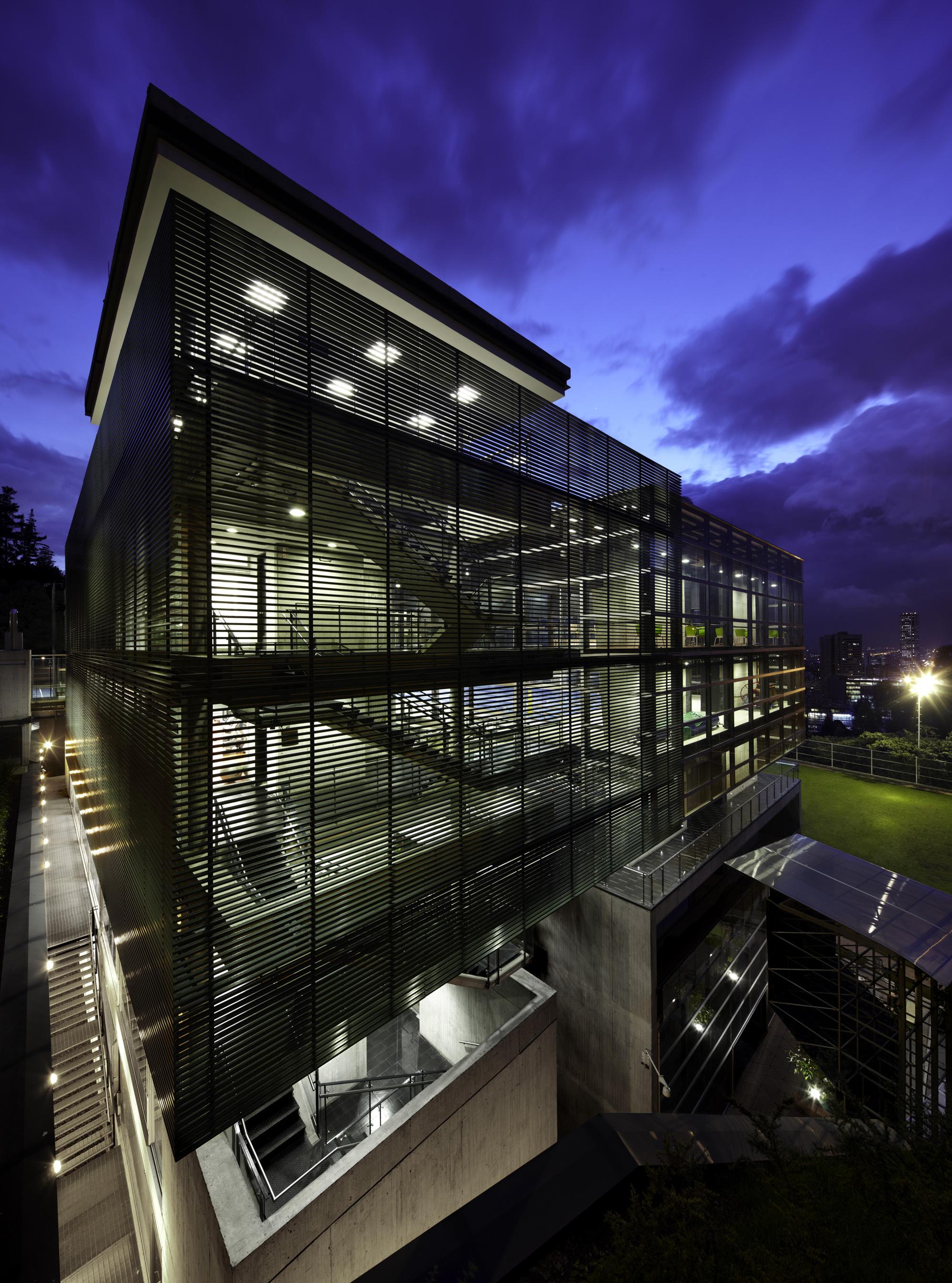 Galer a de centro deportivo universidad de los andes mgp for Arquitectura y urbanismo