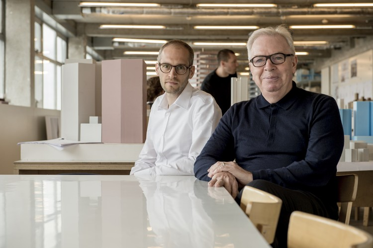 David Chipperfield Selects Swiss Architect Simon Kretz as his Protégé , Simon Kretz and David Chipperfield. Image Courtesy of Rolex Mentor and Protégé Arts Initiative