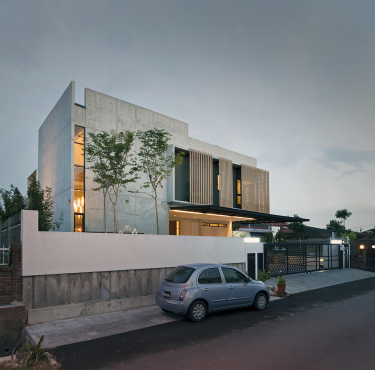 SS3 House / Seshan Design | ArchDaily on modern house design in pakistan, modern house design with pool, modern house design in mexico, modern house design in south africa, modern house design in sri lanka, carcosa seri negara malaysia, modern house design in philippines, modern house design germany, modern house design in asia,