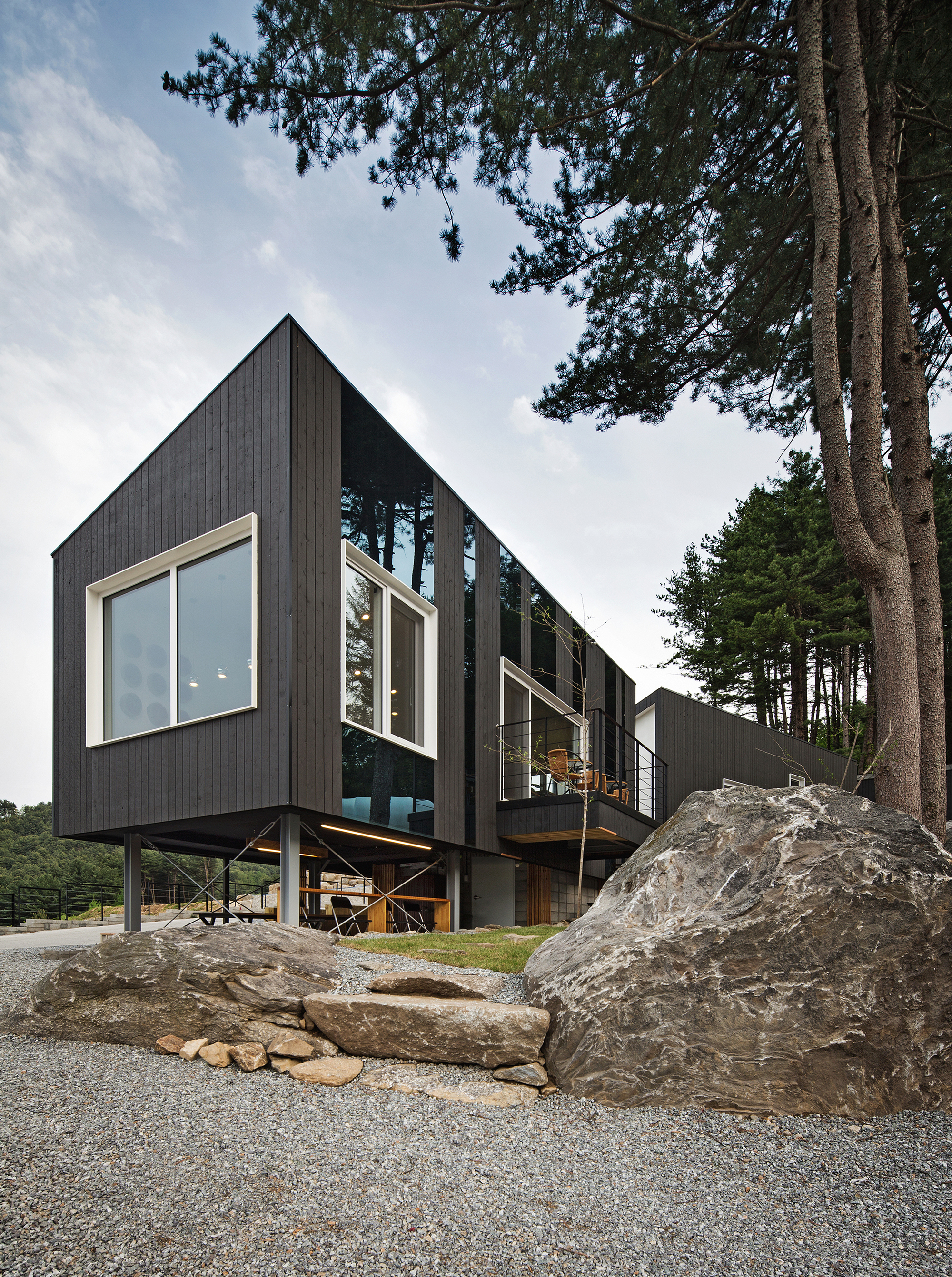 Glamping on the Rock / ArchiWorkshop