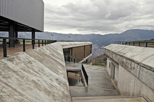 Colegio Antonio Derka / Obranegra Arquitectos