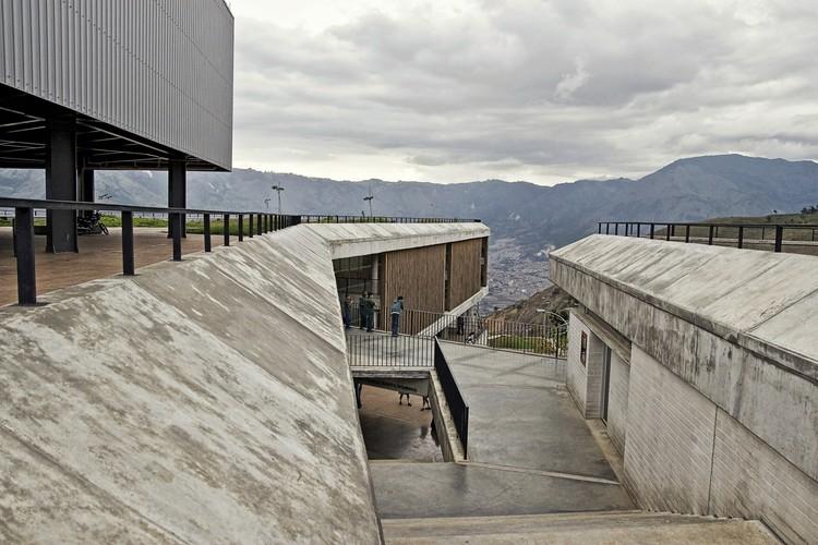 Colegio Antonio Derka / Obranegra Arquitectos, © Alejandro Arango