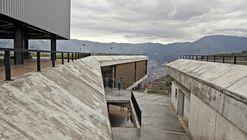 Antonio Derka School / Obranegra Arquitectos