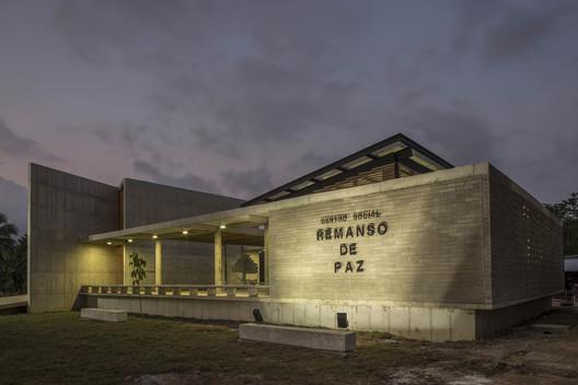 """Casa de la memoria y espacio comunitario """"Remanso de Paz"""" / Taller Sintesis + Angélica Gaviria"""