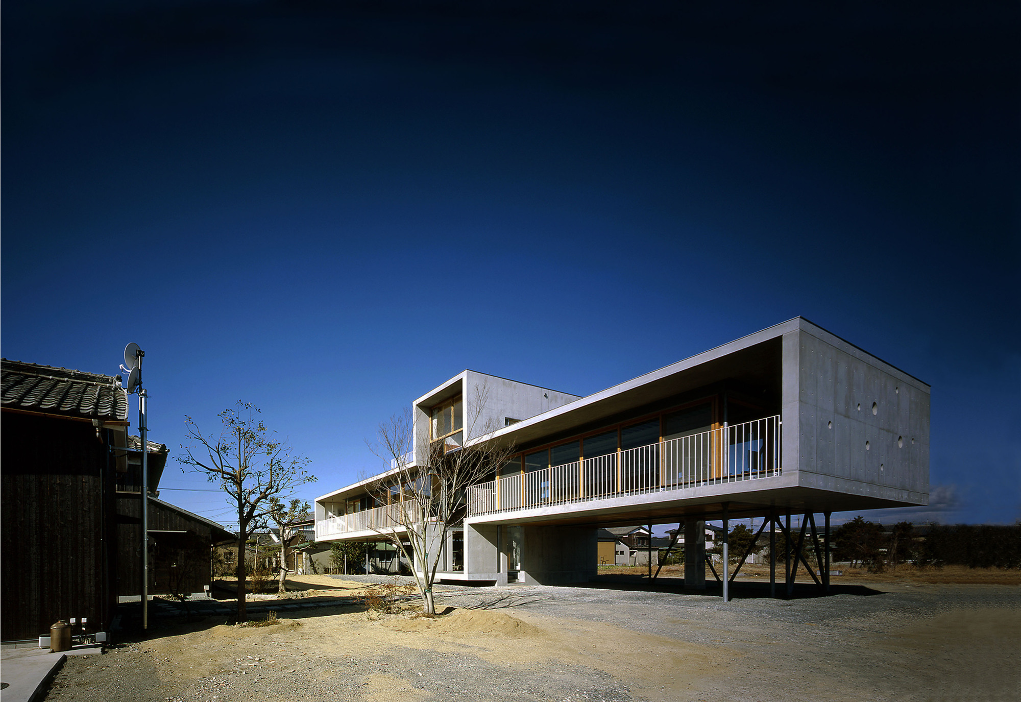 Pilotis house furuichi and associates archdaily for Is architecture