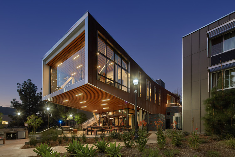 UCLA Saxon Suites  / Studio E Architects, © Benny Chan