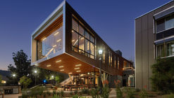 UCLA Saxon Suites  / Studio E Architects