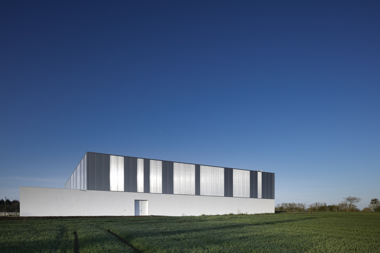 gym enoseis eno architectes plataforma arquitectura. Black Bedroom Furniture Sets. Home Design Ideas