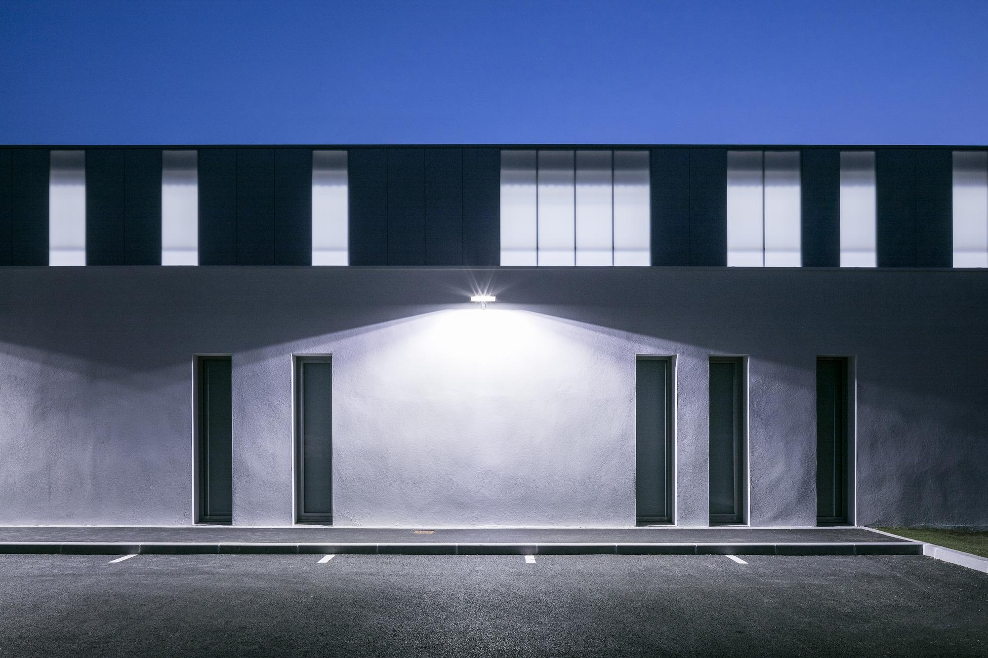 galer a de gym enoseis eno architectes 2. Black Bedroom Furniture Sets. Home Design Ideas