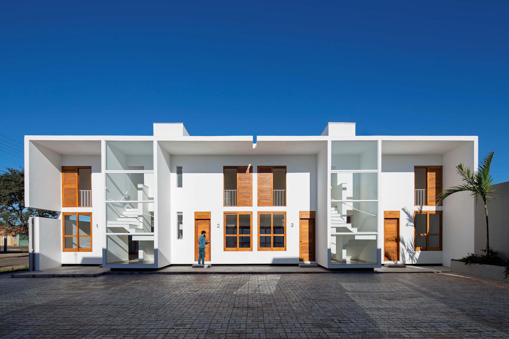Casas av corsi hirano arquitetos archdaily brasil for Viviendas pequenas