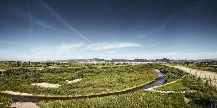 Arquitectos paisajistas luchan por el reconocimiento legal de su profesión en España, Recuperación Ambiental del Río Llobregat, diseñado por Battle I Roig Arquitectes. Image © Jordi Puig