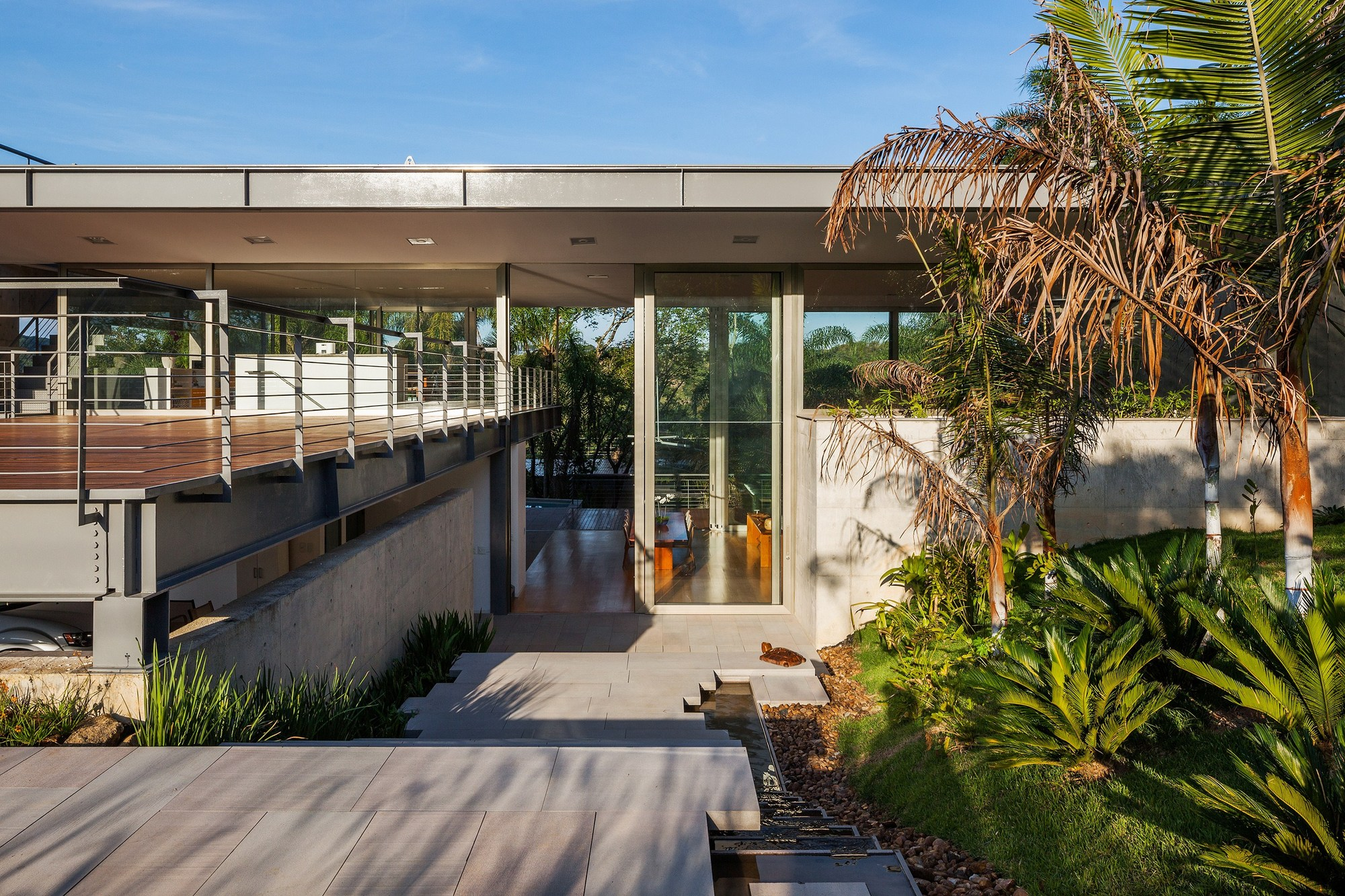 Galeria de casa llm obra arquitetos 17 for Vers de jardin