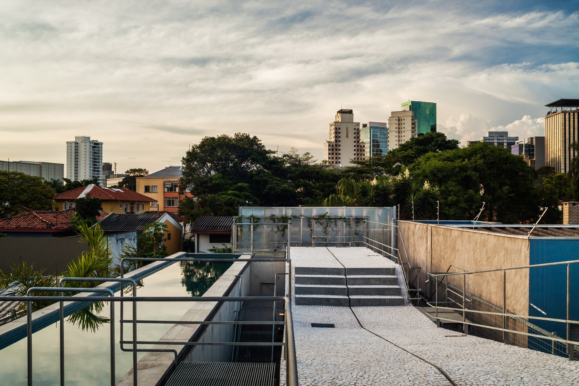 Gallery of weekend house in downtown s o paulo spbr arquitetos 27 - The narrow house of sao paolo ...