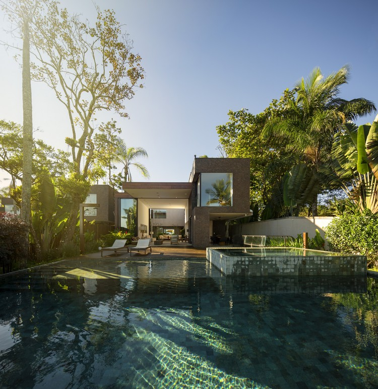 Four Houses in Baleia / Studio Arthur Casas
