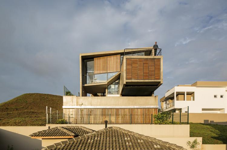 Residencia Itahye / Apiacás Arquitectos + Brito Antunes Arquitectura, © Leonardo Finotti