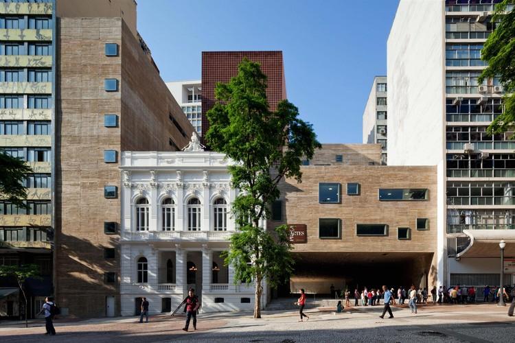 Plaza de las Artes  / Brasil Arquitetura, ©  Nelson Kon